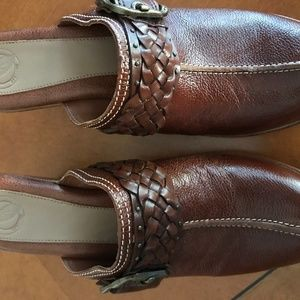 Nurture - Gorgeous pair of leather clogs